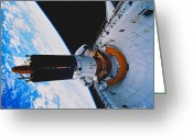 Space Ships Greeting Cards - Space Shuttle Discovery Greeting Card by Science Source