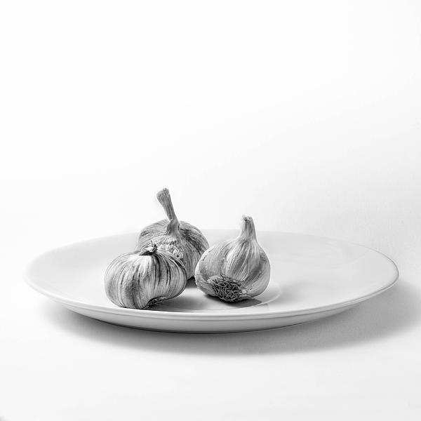 Garlic Print by Ian Barber