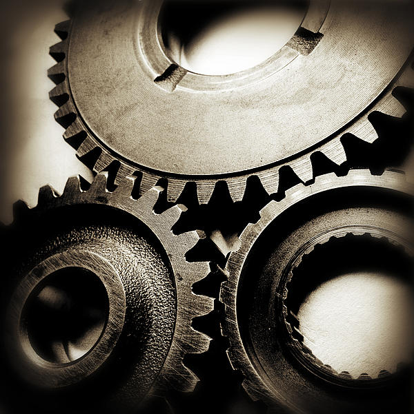 Cogs Print by Les Cunliffe