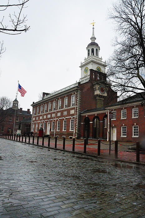 A Rainy Day At Independence Hall Print by Bill Cannon