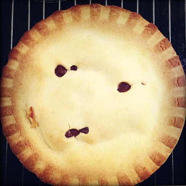 Apple Pie Print by Les Cunliffe