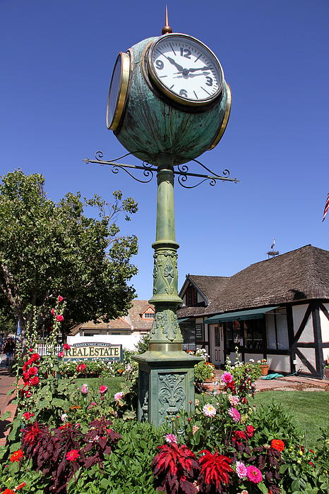 Christiane Schulze Art And Photography - At Ten After Ten In Solvang