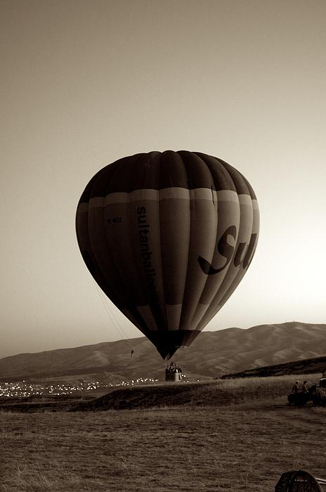 Balloon2 Print by Ernesto Cinquepalmi