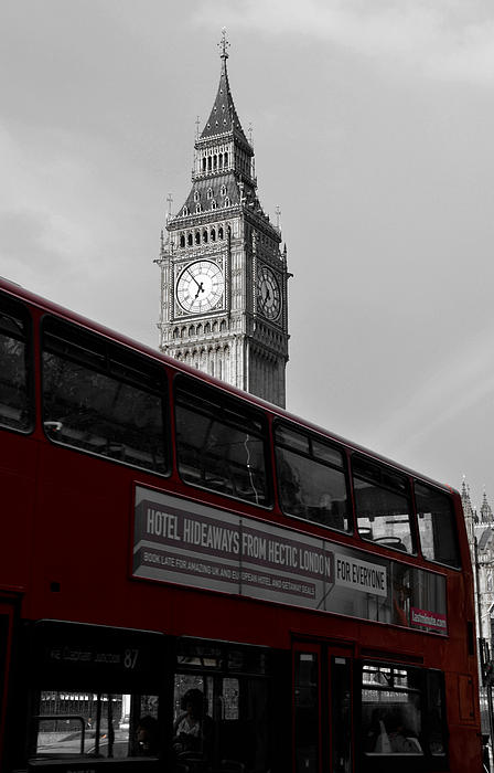 RicardMN Photography - BW Big Ben and red London Bus
