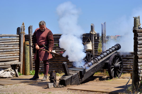 Cannon Firing At Fountain Of Youth Fl Print by Christine Till