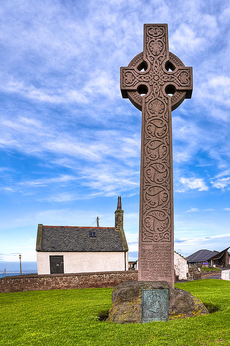 Celtic Cross On The Scottish Coast At North Berwick Print by Mark Tisdale