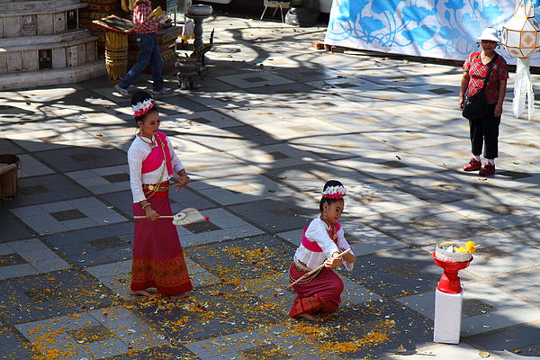 Child Performers - Wat Phrathat Doi Suthep - Chiang Mai Thailand - 01131 Print by DC Photographer