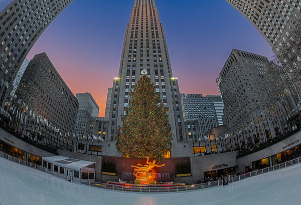 Christmas At Rockefeller Center In Nyc Print by Susan Candelario