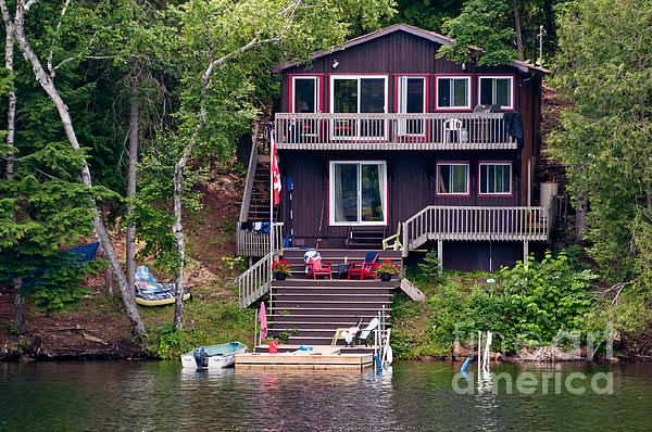 Cottage On The Water Print by Les Palenik