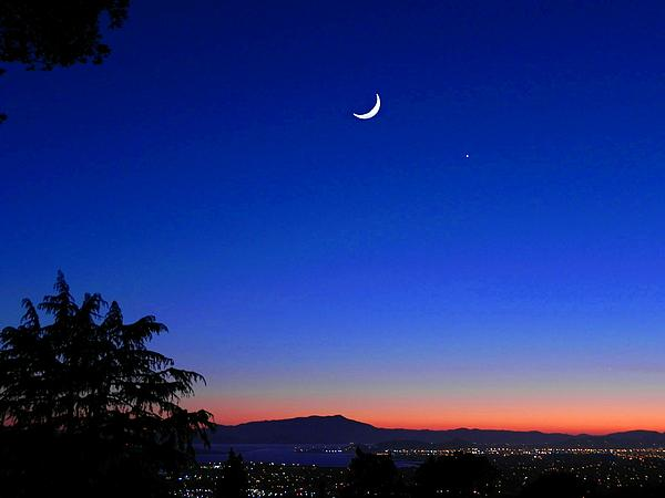 Diane Lynn Hix - Crescent Moon San Francisco Bay