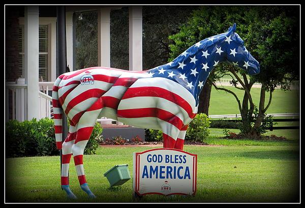 Dorothy Menera - God Bless America