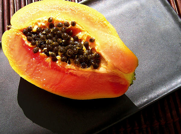 how to cut a strawberry papaya