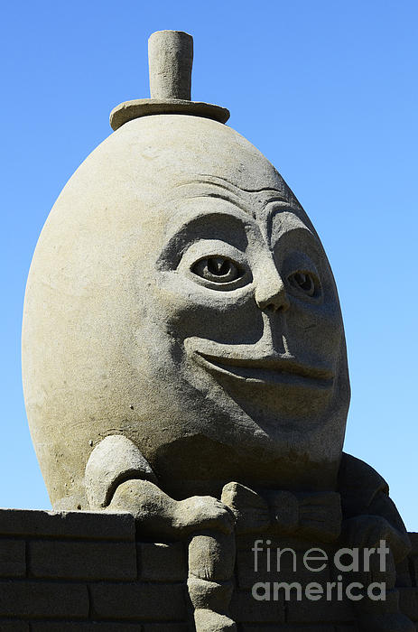Humpty Dumpty Sand Sculpture Print by Bob Christopher