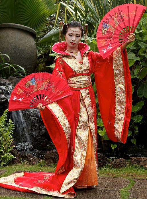 Japanese Lady With Fan Print by Bonita Hensley
