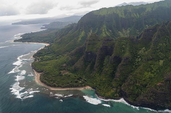 Kee Beach Along The Na Pali Coast - Kauai Hawaii Print by Brian Harig