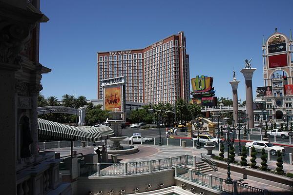 Las Vegas - Treasure Island - 12122 Print by DC Photographer