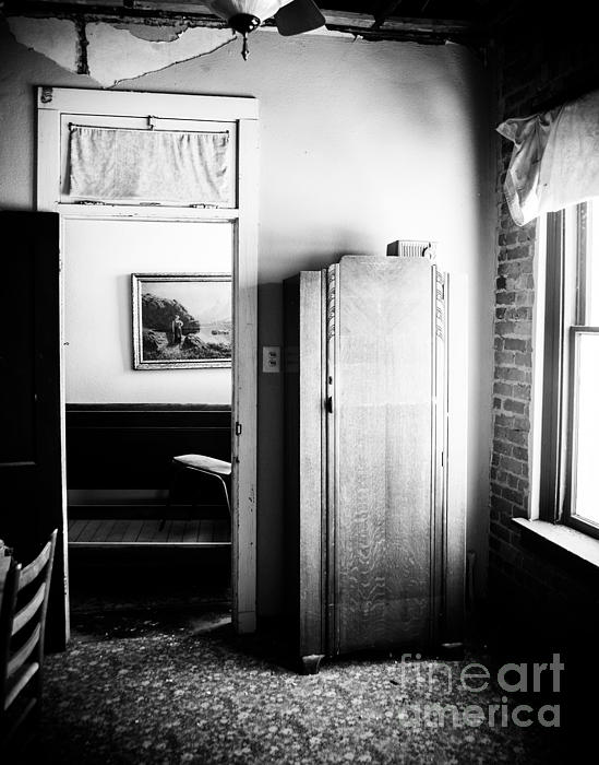 Mineola Beckham Hotel Room In Bw Print by Sonja Quintero