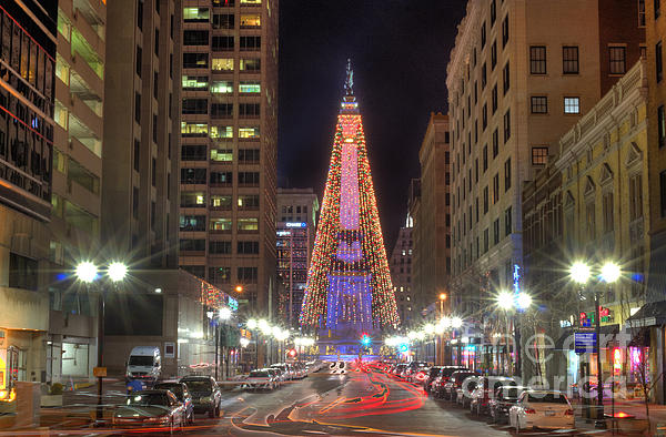 Monument circle christmas tree by twenty two north photography for Christmas tree lighting indianapolis 2015