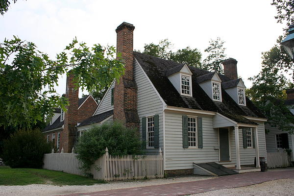 Old House In Colinial Williamsburg Print by Christiane Schulze Art And Photography