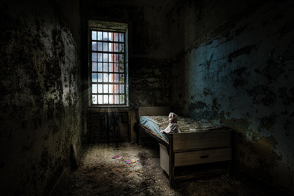 Old Room - Abandoned Places - Room With A Bed Print by Gary Heller