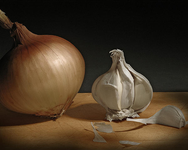 Onion And Garlic Print by Krasimir Tolev