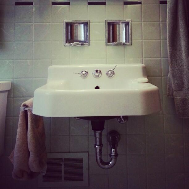 Original seafoam green bathroom you by jill tuinier - Moderne tuinier ...