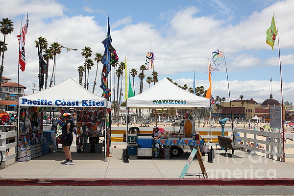 Pacific Coast Kites And Paradise Dogs On The Municipal Wharf At The Santa Cruz Beach Boardwalk Calif Print by Wingsdomain Art and Photography