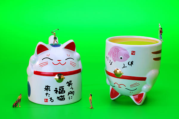 Playing Golf On Cat Cups Print by Paul Ge