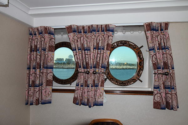 Queen Mary - 121223 Print by DC Photographer