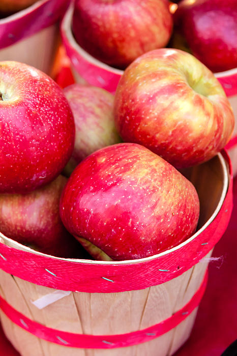 Red Apples In Baskets At Farmers Market Print by Teri Virbickis