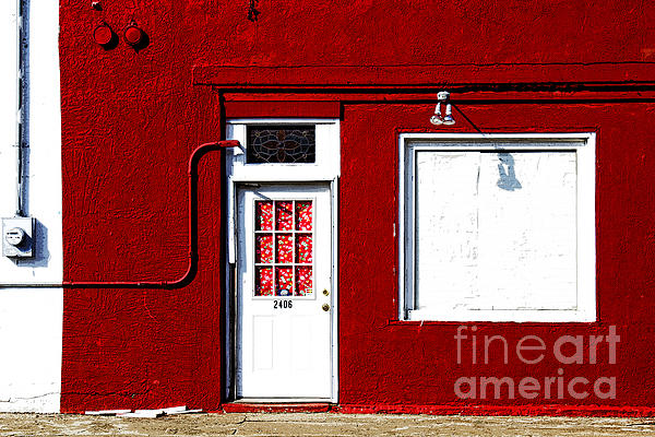 Elena Nosyreva - red wall in Hico