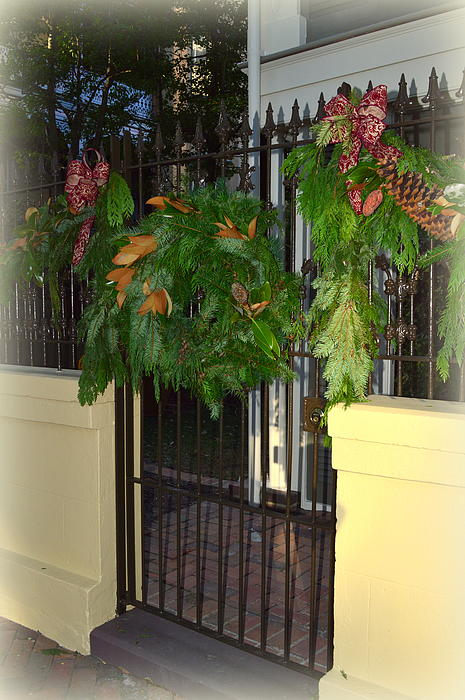 Linda Covino - Savannah Christmas wreath