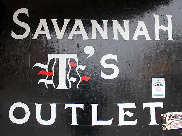 Savannah T's Outlet Print by Joseph C Hinson Photography