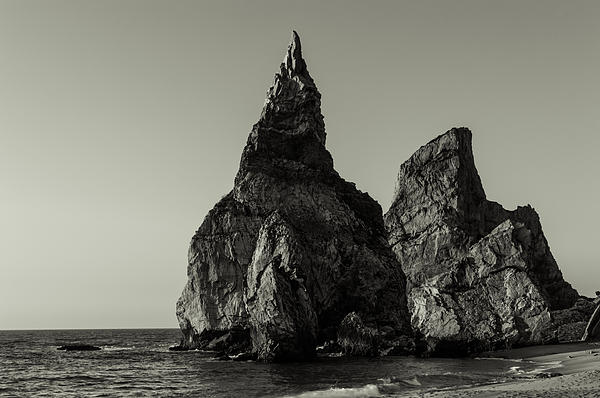 Marco Oliveira - Sea Stacks IV