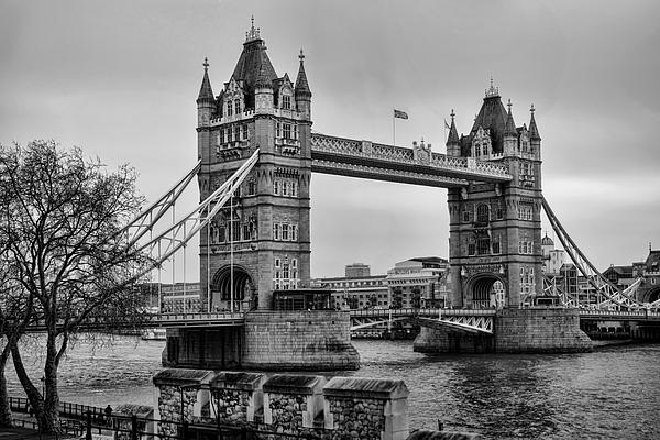 Spanning The Thames Print by Heather Applegate
