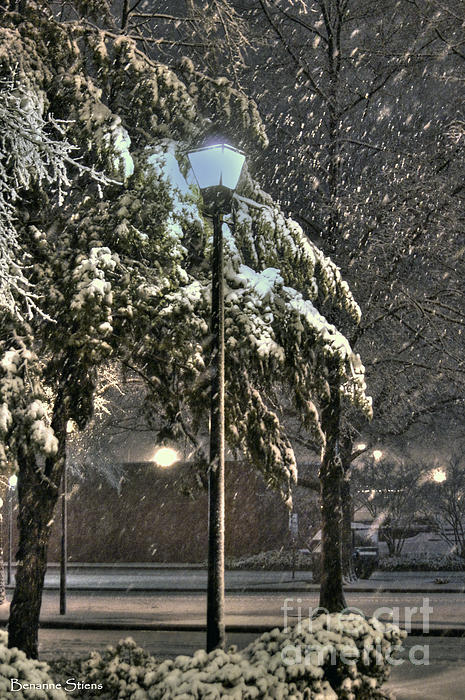 Street Lamp In The Snow Print by Benanne Stiens