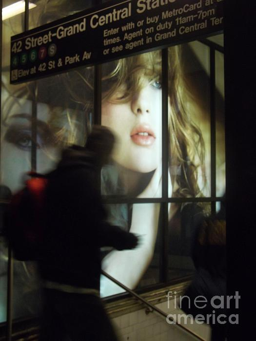 Miriam Danar - New York at Night - Subway 2