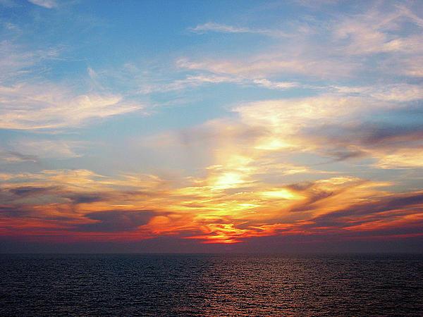 Sunrise At Sea Print by Susan Savad