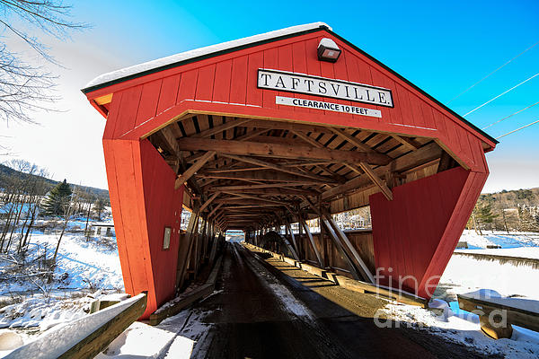 Taftsville Covered Bridge In Vermont In Winter Print by Edward Fielding