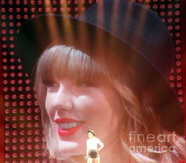 Elizabeth Winter - Taylor Swift
