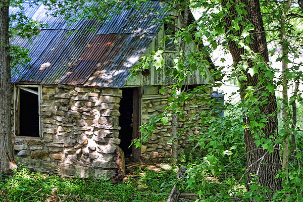 Texas Stone Cabin In Woods Print By Linda Phelps: texas cabins in the woods