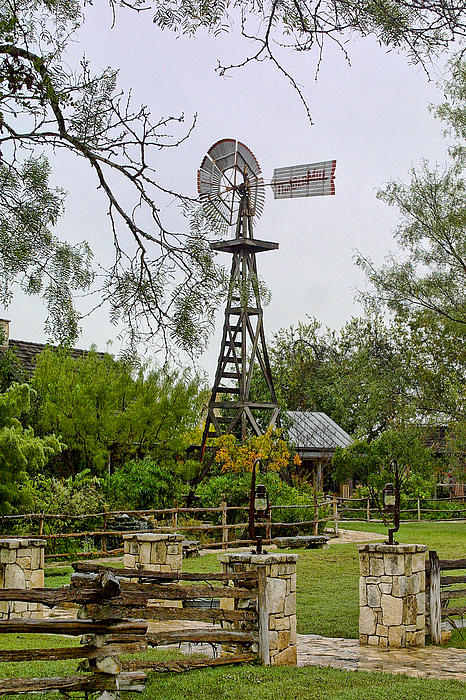 Texas Wooden Windmill Print by Linda Phelps