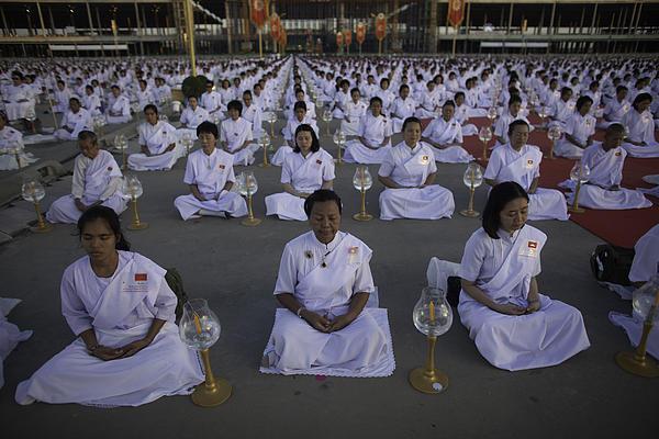 Thai Women Pray For Peace Print by David Longstreath