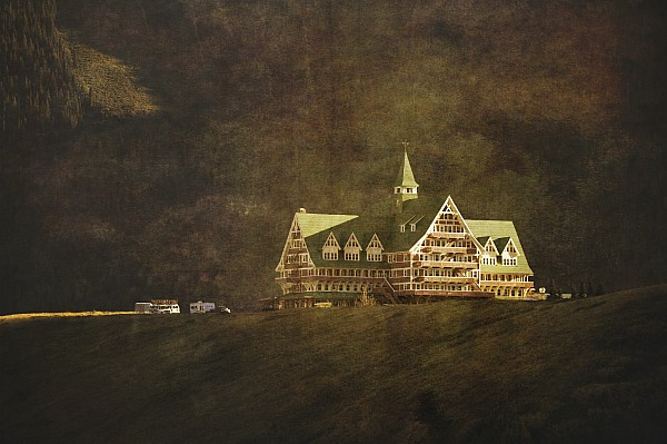 The Historic Prince Of Wales Hotel Print by Roberta Murray