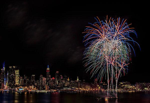 The New York City Skyline Sparkles Print by Susan Candelario