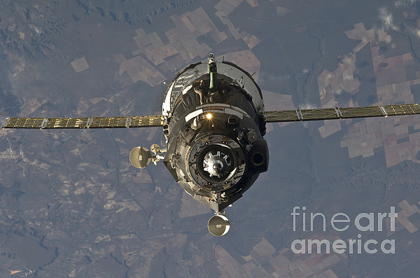 The Soyuz Tma-19 Spacecraft Print by Stocktrek Images