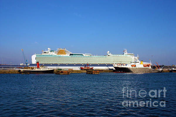 Ventura Sheildhall Calshot Spit And A Tug Print by Terri  Waters
