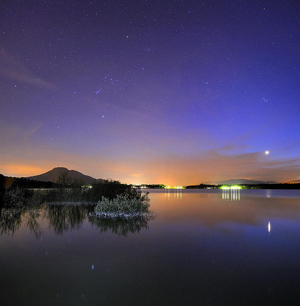 Guido Montanes Castillo - Venus Orion Taurus and the Pleiades reflected at the lake