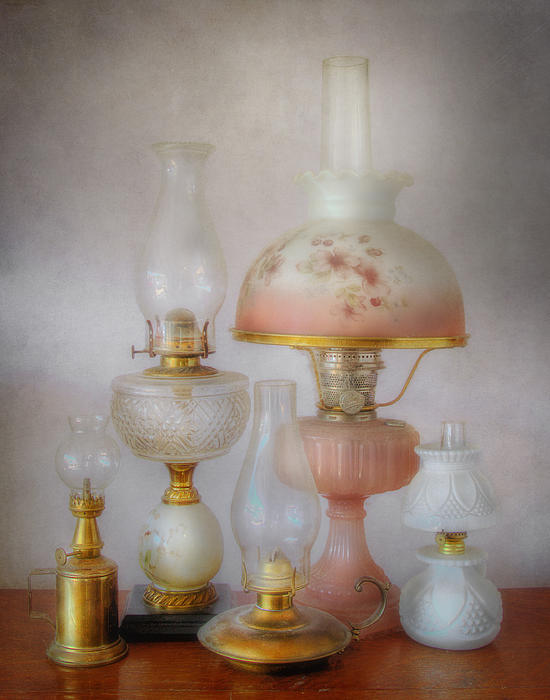 David and Carol Kelly - Vintage Oil Lamps
