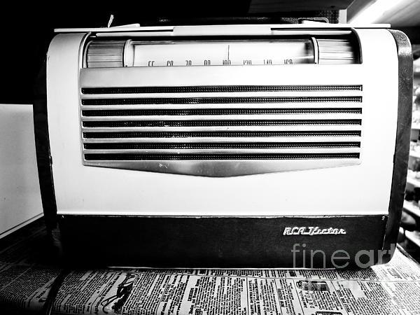 Vintage Radio Print by Edward Fielding